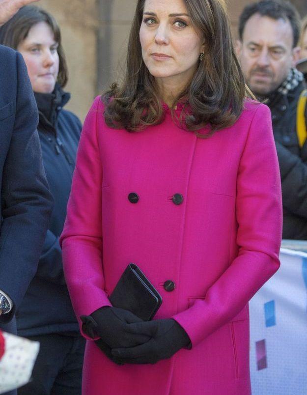 Kate Middleton et son manteau rose Mulberry, en février 2018, jour de visite de la Cathédrale Coventry en Angleterre.