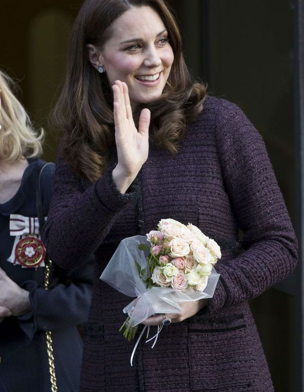 Kate Middleton, vêtue de son manteau en tweed en décembre 2017 à Londres.