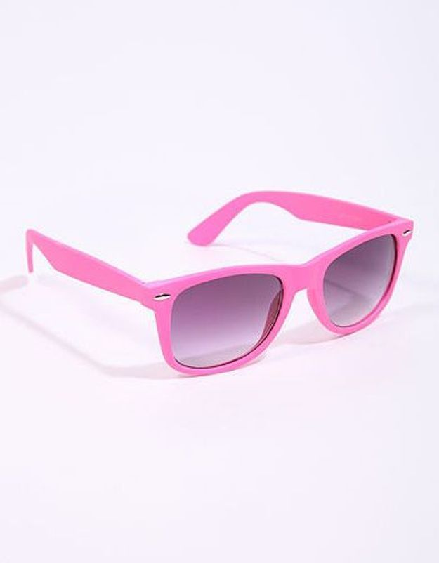 Mode guide shoping tendance look fluo lunettes urbanoutfitters