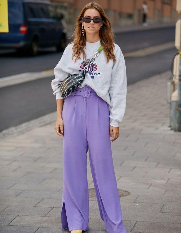 Un pantalon violet, tu endosseras