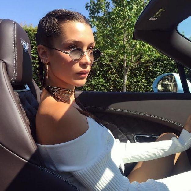 Le top épaules nues de Bella Hadid
