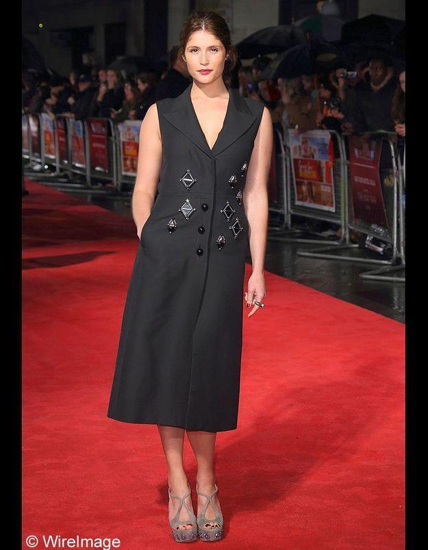 Gemma Arteton en robe manteau