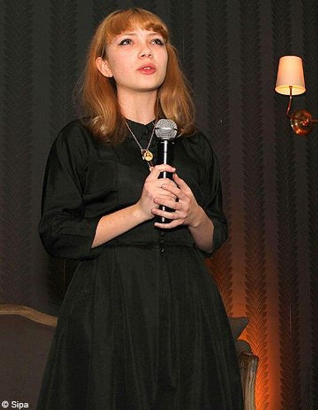 Tavi Gevinson pousse la chansonnette à la fashion week de New York