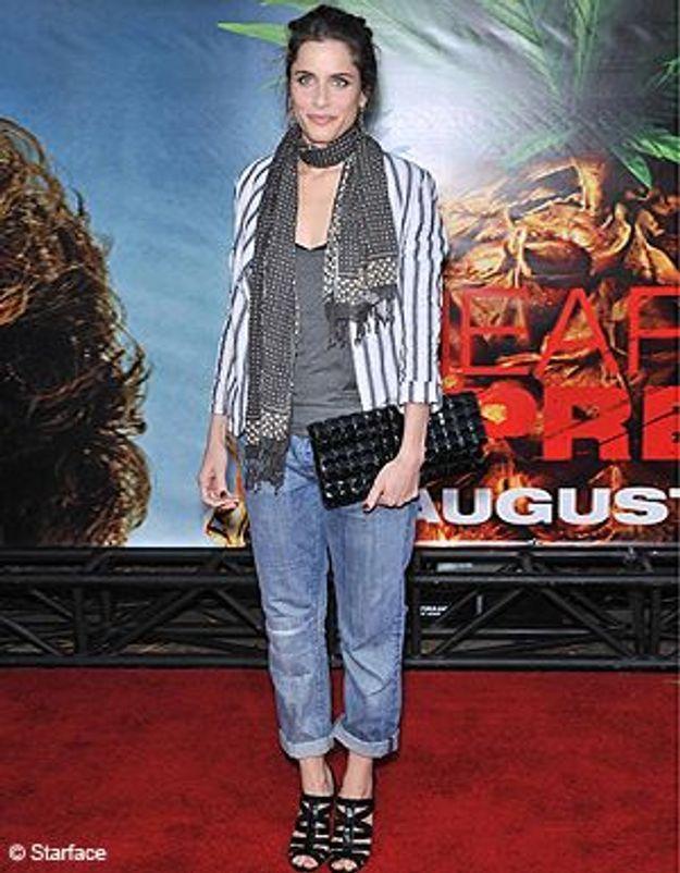 Amanda Peet a le look chic avec son « boyfriend »
