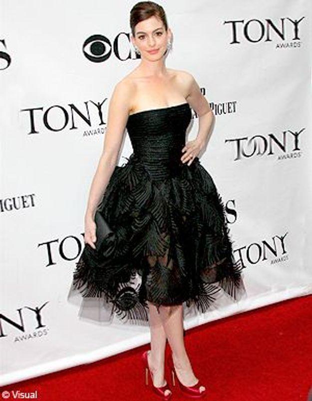 Anne Hathaway mise sur la robe bustier !