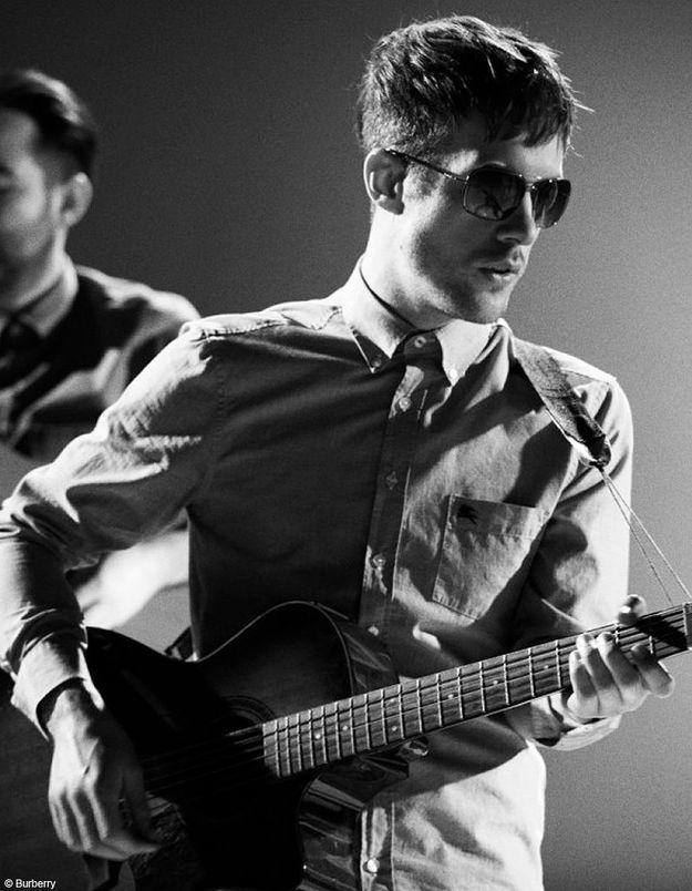 Burberry dévoile la troisième vidéo de sa campagne rock'n'roll