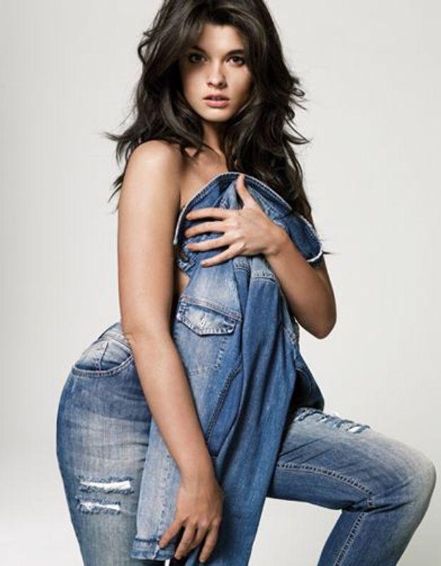 Crystal Renn sublime en jeans pour Marina Rinaldi