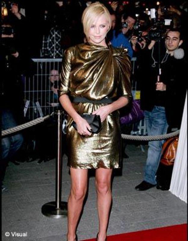 En 2009, faites comme Charlize Theron : osez le lamé !