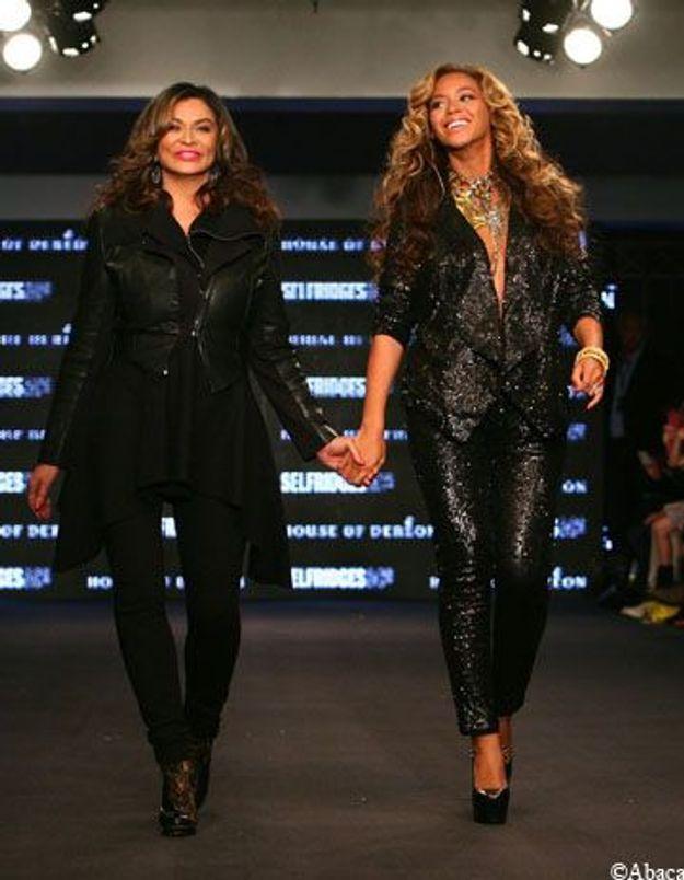 Enceinte, Beyoncé défile pour présenter sa nouvelle collection
