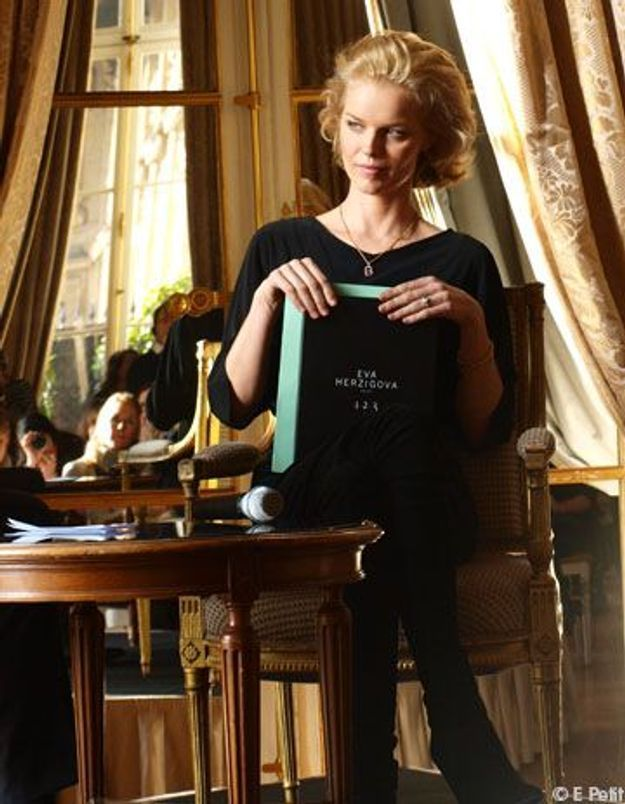 Eva Herzigova habille « les femmes qui ont des amants »