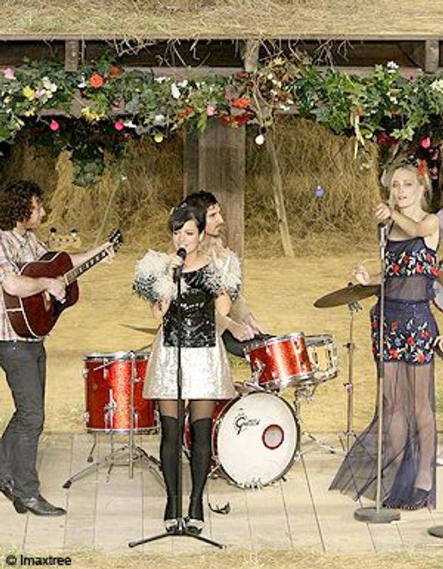 Evénement au défilé Chanel : Lily Allen chante en live !