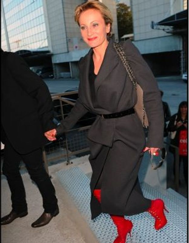 Fashion Week Paris : Patricia Kaas ose la cuissarde rouge