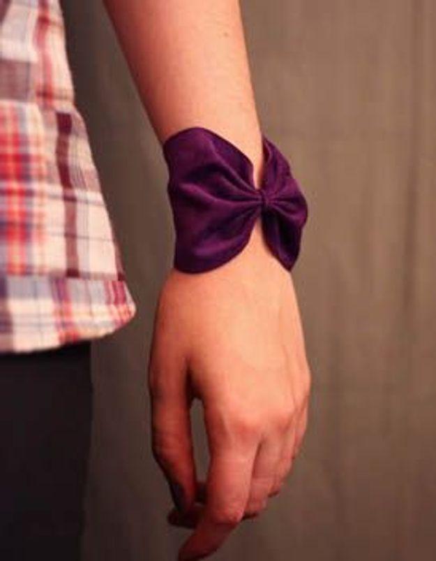 """""""Il est pas chou ce petit bracelet en forme de nœud ?"""""""