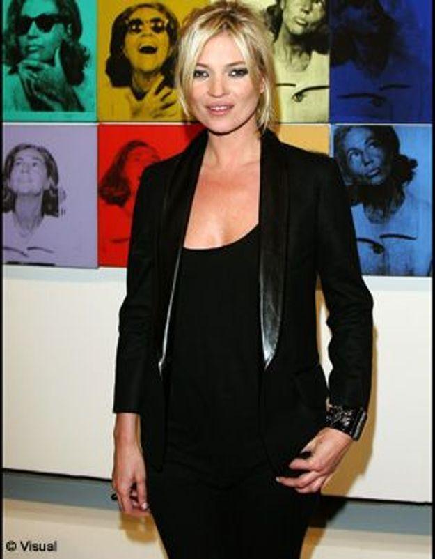 Kate Moss : toujours pas blasée par ses blazers...