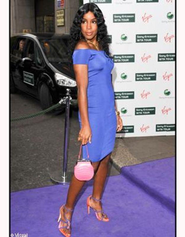 Kelly Rowland mise sur les accessoires fluo