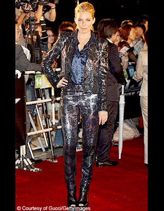 Sienna Miller : un look de boule à facettes à Tokyo !