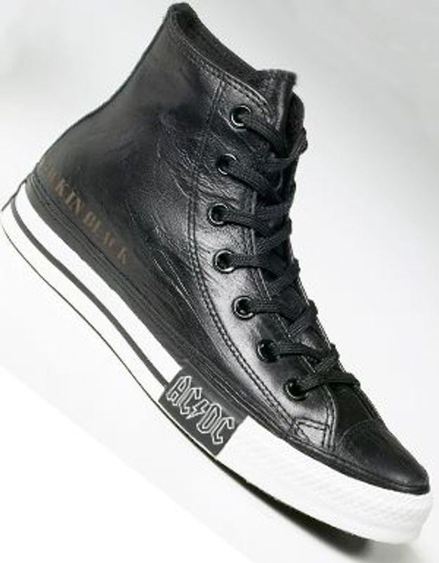 Walk in black