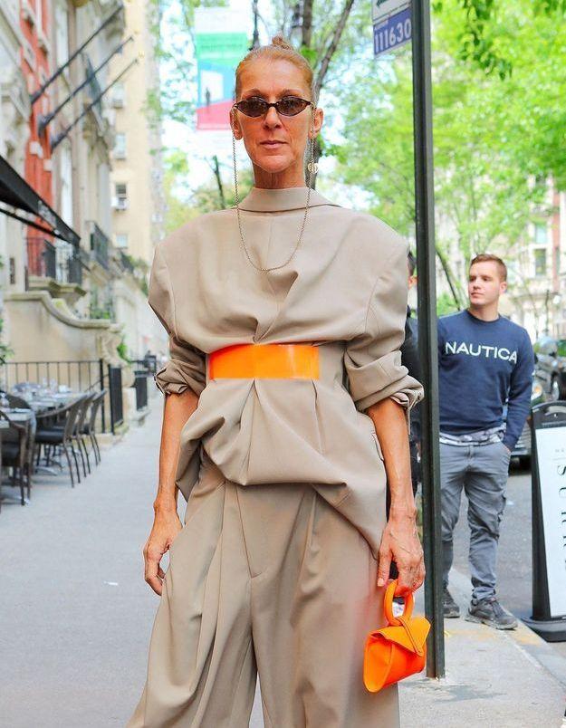 Céline Dion, Emily Ratajkowski, Kim Kardashian… cet accessoire qu'elles ne quittent plus