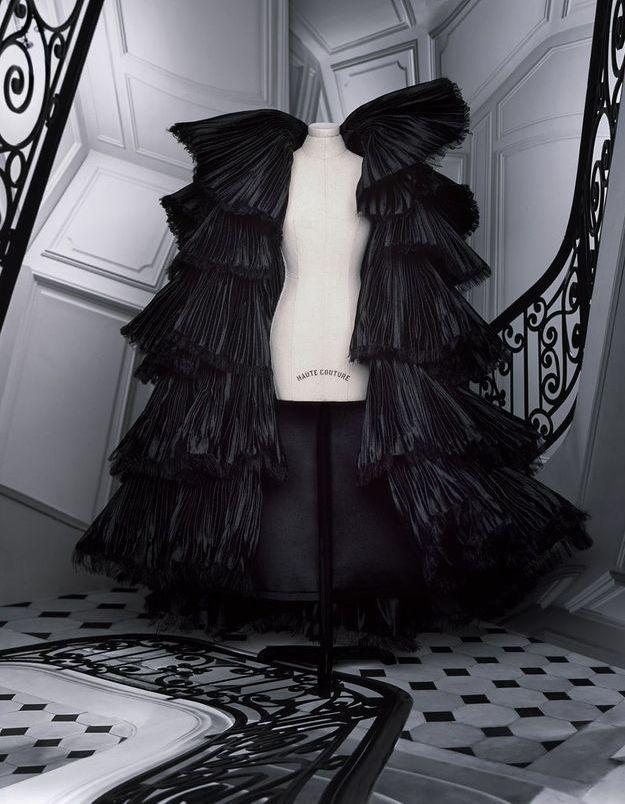 Exclu : Ce manteau issu du défilé Dior Haute Couture a nécessité 180 heures de travail