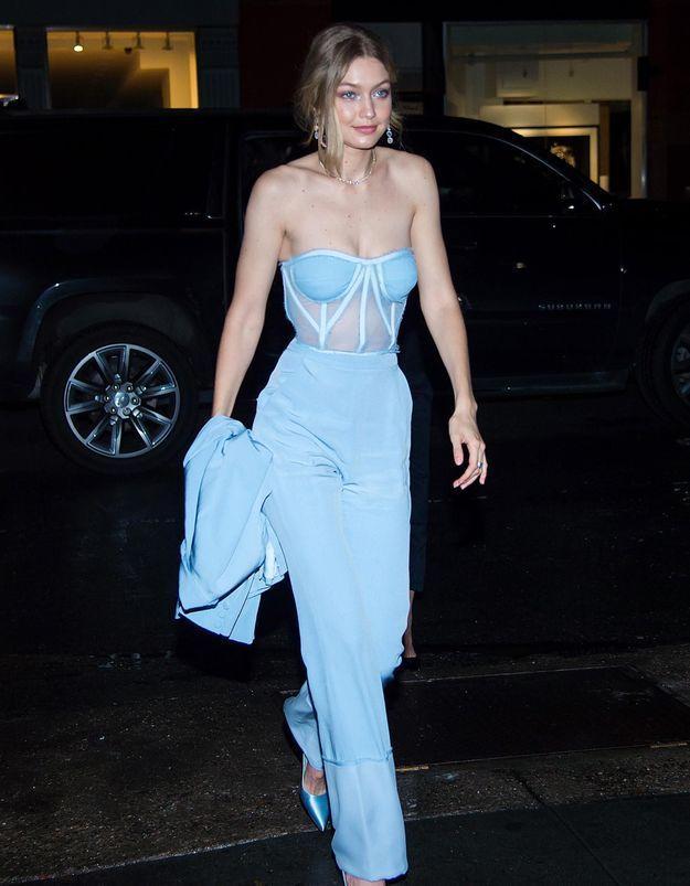 Gigi Hadid prouve que le « bleu cendrillon » est définitivement cool