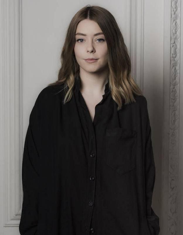 Hannah Jinkins : que devient la créatrice un an après avoir remporté le H&M Design Award ?