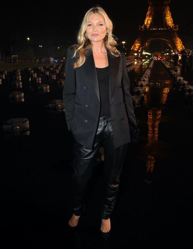 Kate Moss : elle vend son célèbre blazer Yves Saint Laurent pour la bonne cause