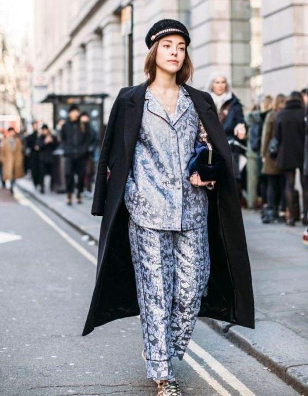 Un pyjama lamé sous un gros manteau
