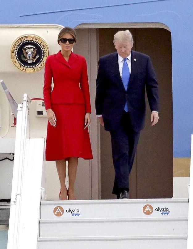 Melania Trump : en tailleur rouge Dior pour rendre hommage à la France ?