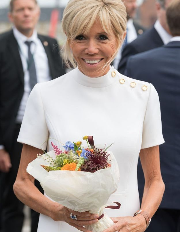 Brigitte Macron en robe quatre boutons Vuitton