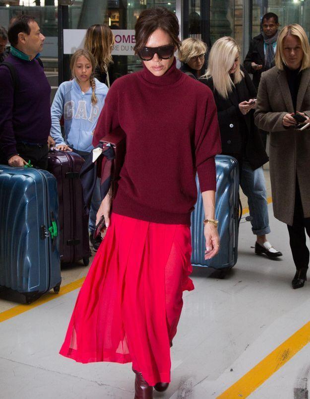 Pourquoi elle est bien : le look coloré de Victoria Beckham à Paris