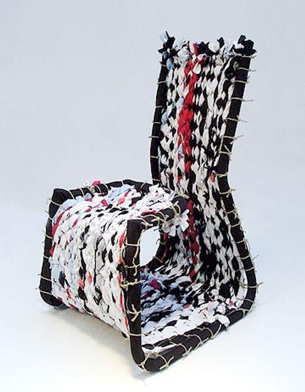 Recyclage : quand un tee-shirt Kookai devient une chaise…