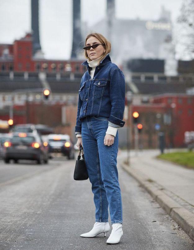 Glisser un col roulé sous son totall look en jean