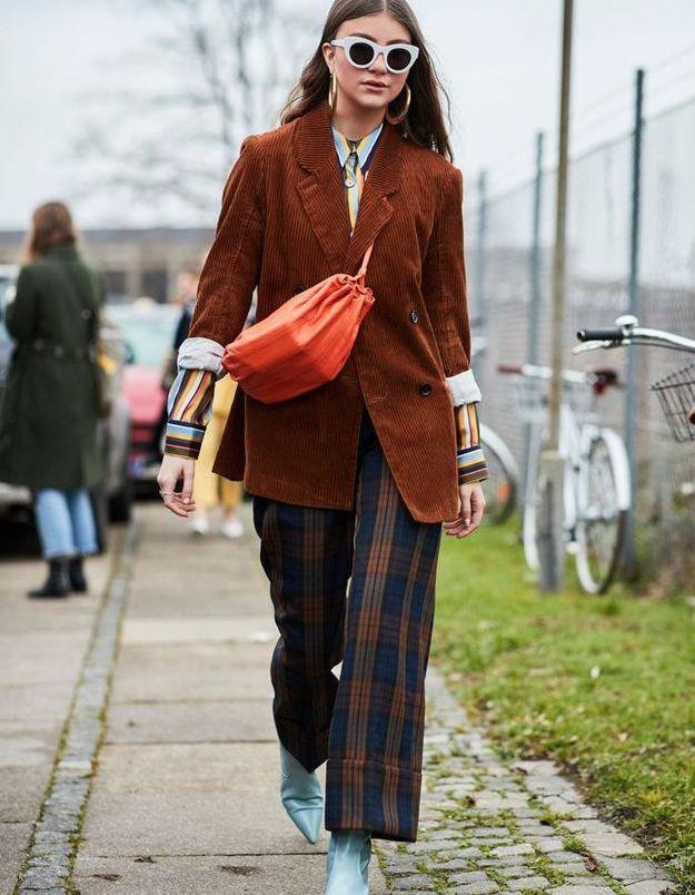 Un blazer en velours et des bottines pastel