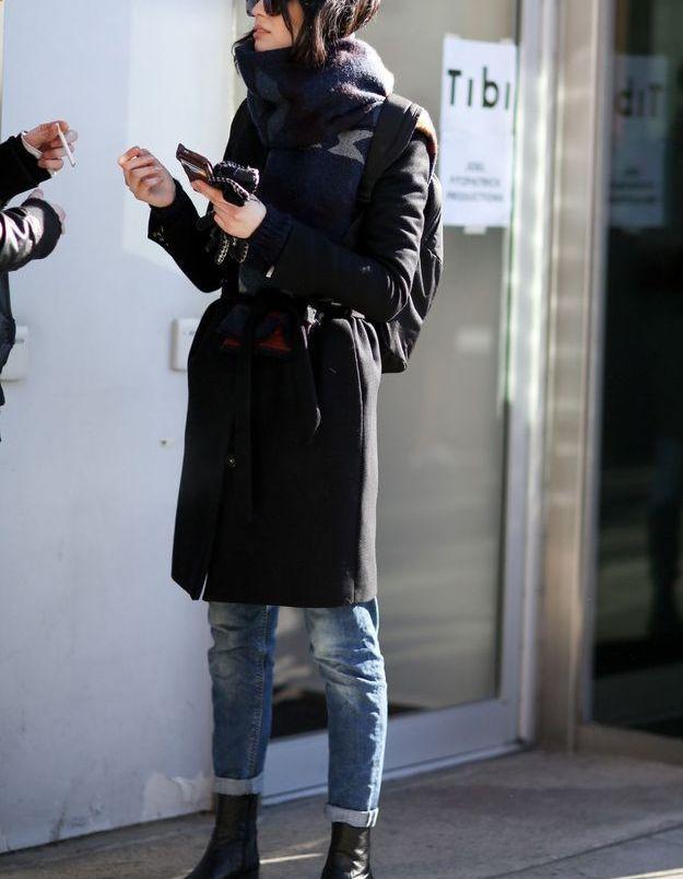 Adopter les chelsea boots avec un jean retroussé