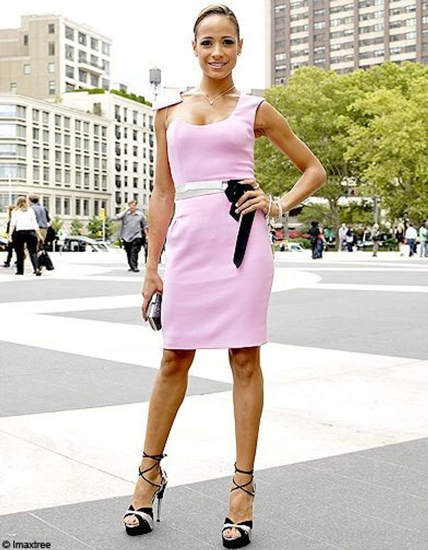 18mode defiles New York street style robe rose