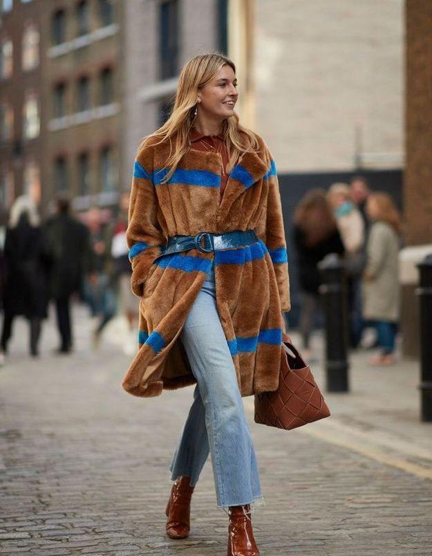 Un manteau en fausse fourrure rayé pour se réchauffer toute la saison