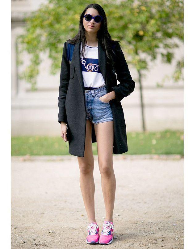 Cacher le mini short en jean sous le manteau