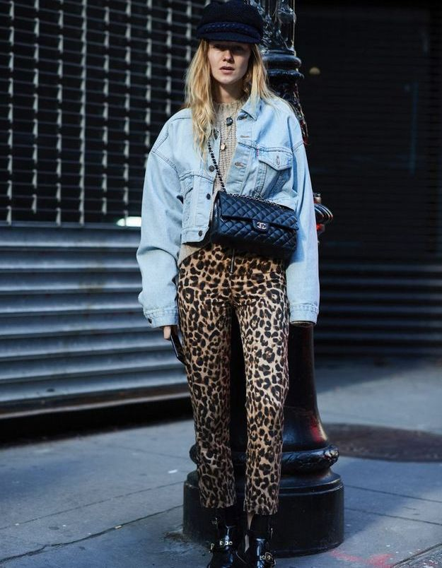 Avec une veste jean