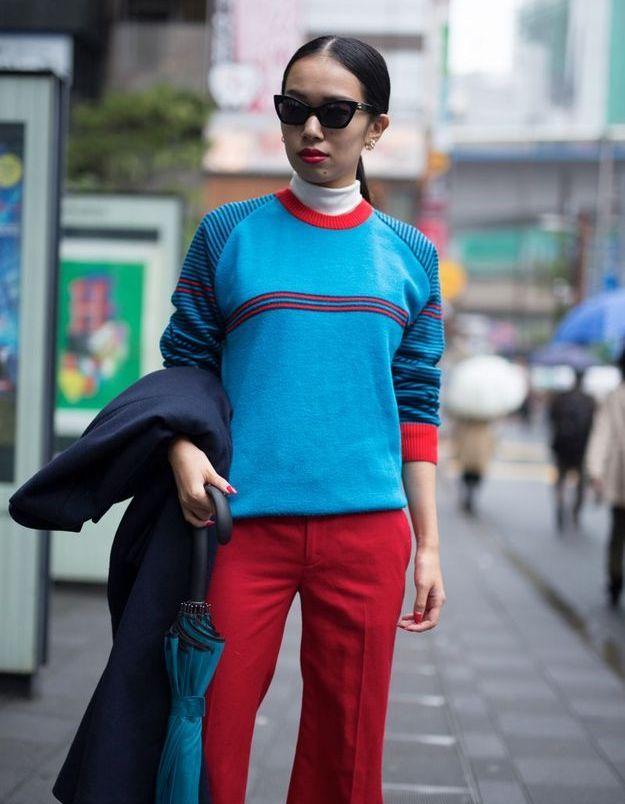 Avec un pull streetwear