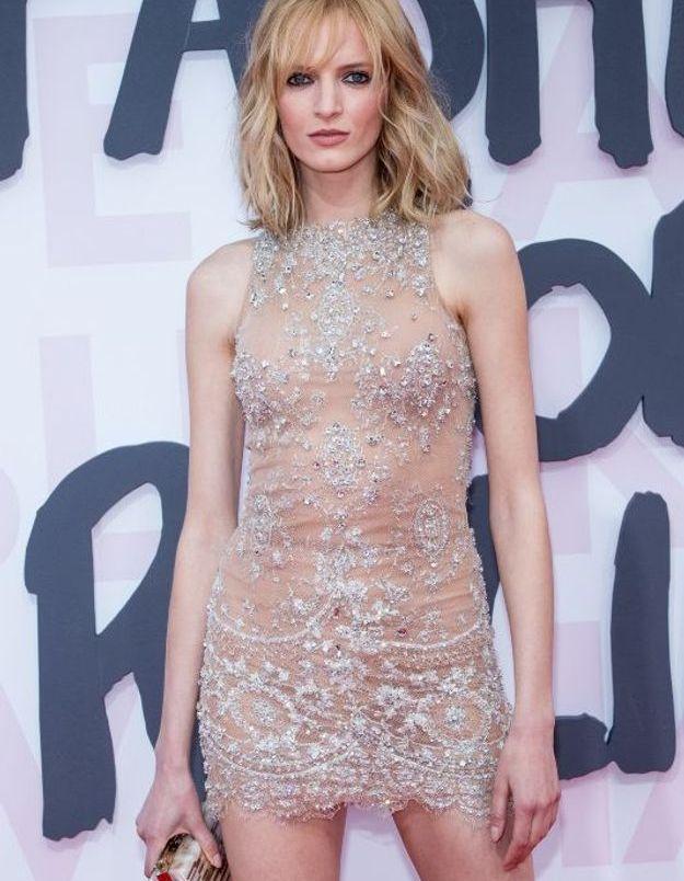 Daria Strokous en robe transparente