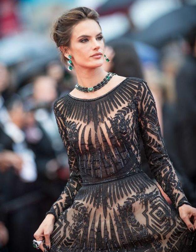 Alessandra Ambrosio en robe transparente
