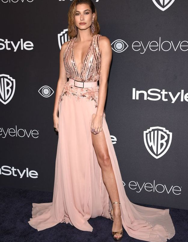 La robe fendue de Hailey Baldwin