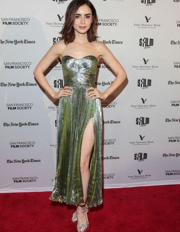 La robe fendue de Lily Collins