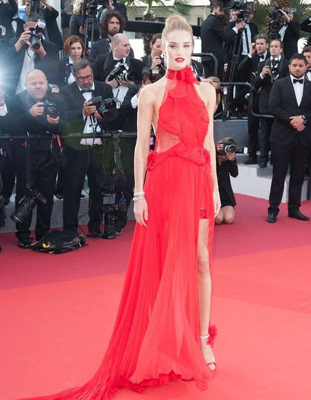 La robe fendue de Rosie huntington-whiteley