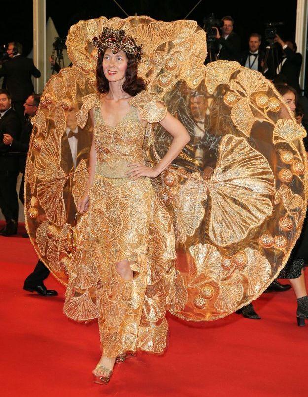 Larisa Katz en robe papillon
