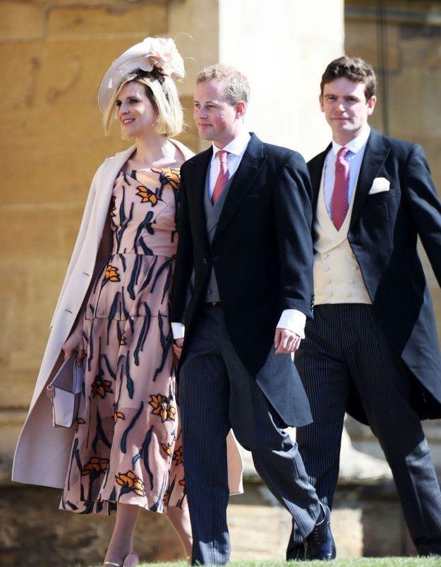 Lizzie Wilson en jolie robe rose brodée