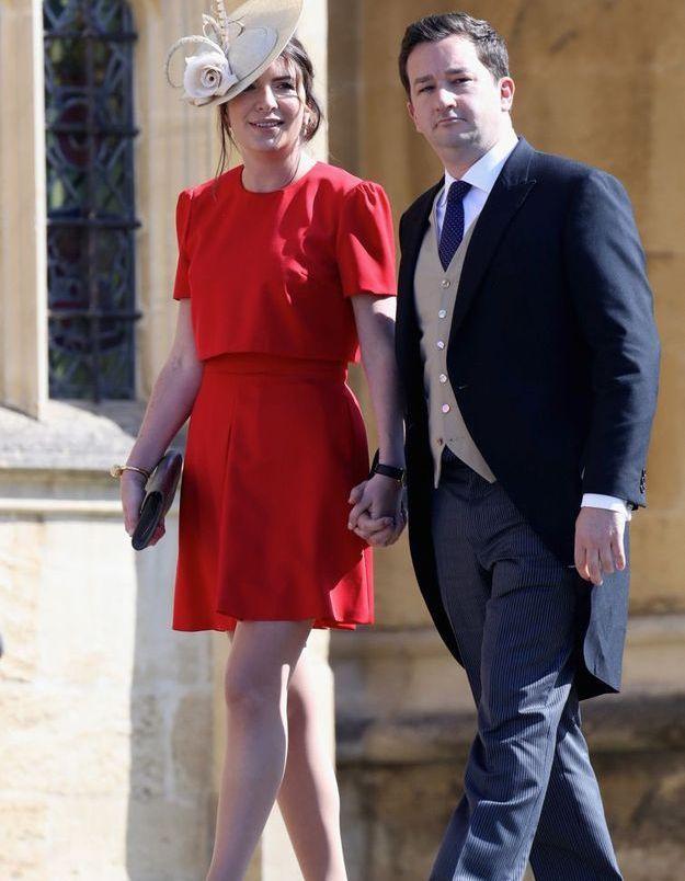 Rebecca Deacon en robe rouge