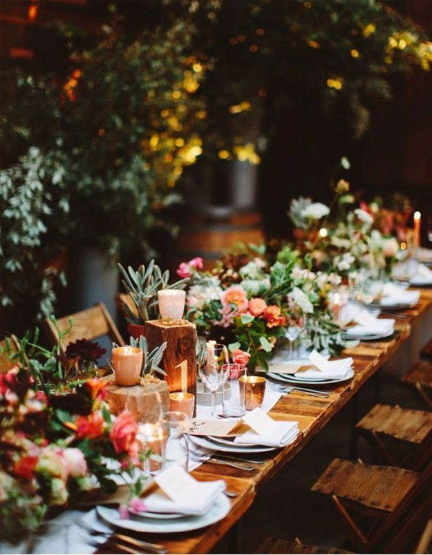 Une table de fête à la déco abondante