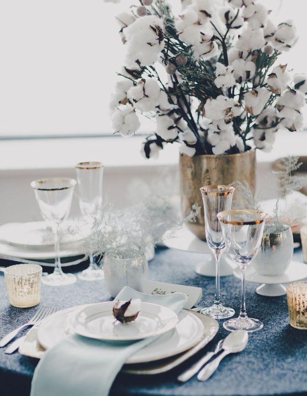 Une table de fête blanche