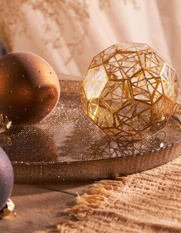 Boule de Noël en verre avec dorures
